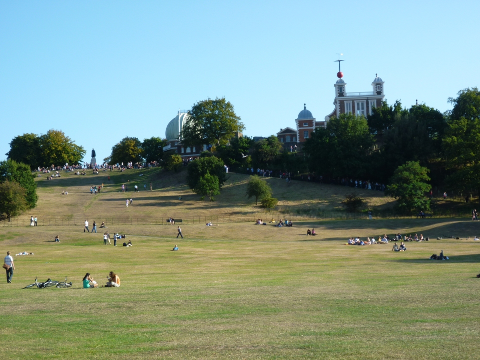 crowds descending the hill in the afternoon